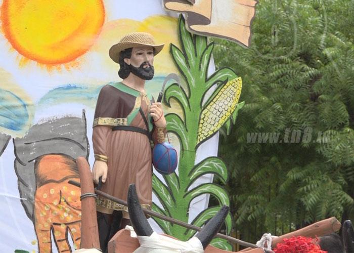 Desfilan en honor de San Isidro Labrador