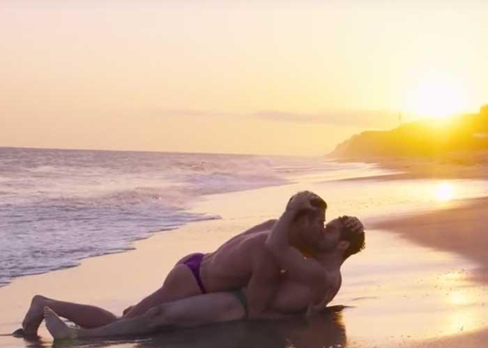 Poncho Herrera y su apasionado beso gay en la playa