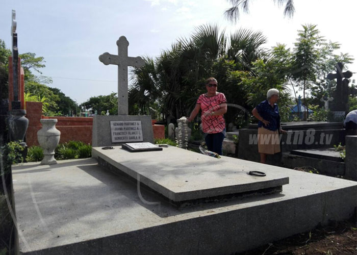 nicaragua, cementerios, dia de las madres, managua, flores,