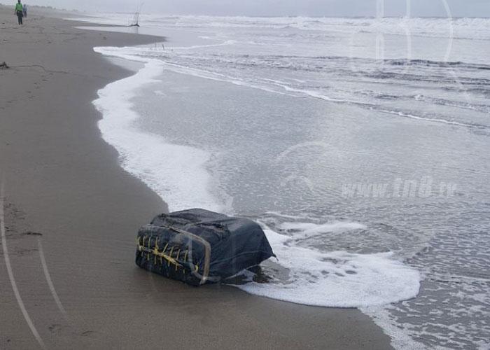 Encuentran otro saco con drogas en playas de Poneloya