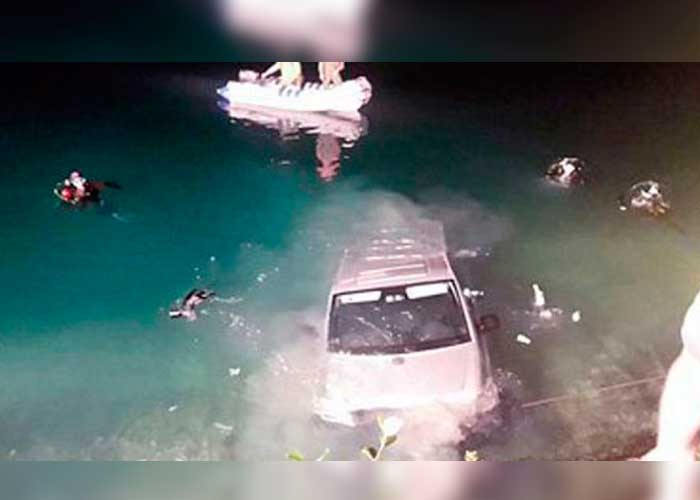 El auto cayó al lago mientras tenían relaciones y se ahogaron