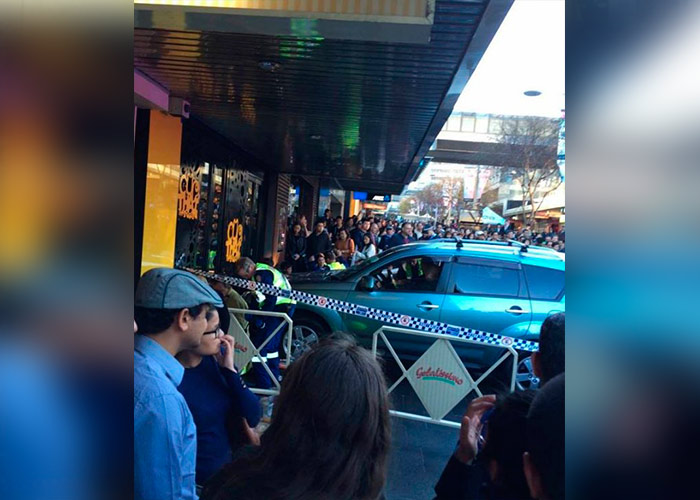 Vehículo atropella a multitud en Sidney — VIDEO] Australia