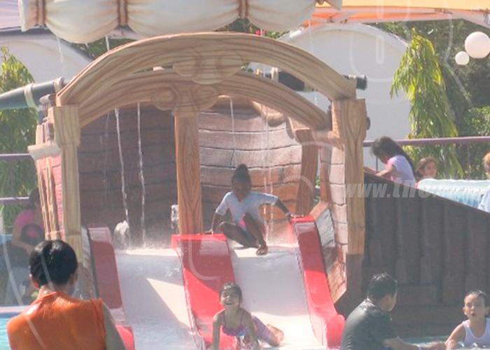 Managua Familias Disfrutan Del Parque Acuatico
