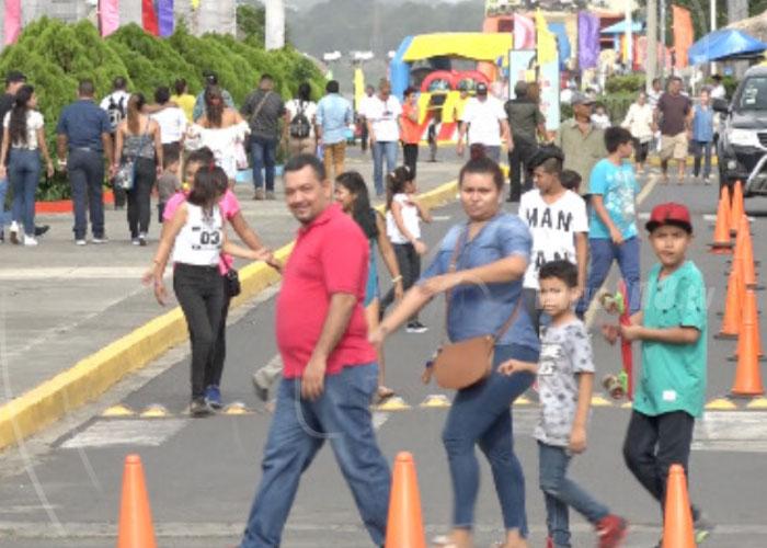 Familias Visitan Puerto Salvador Allende Donde Todos Los Dias Se