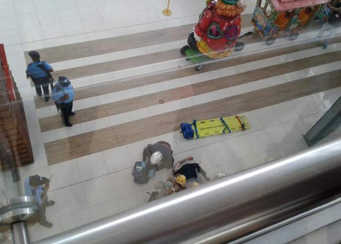 nicaragua, muerte, galerias santo domingo, suicidio, managua,