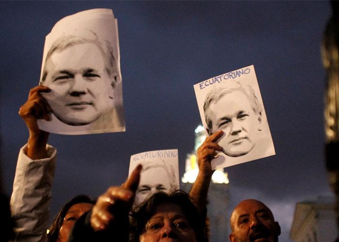Tribunal niega libertad condicional a Assange pese a temores por COVID-19