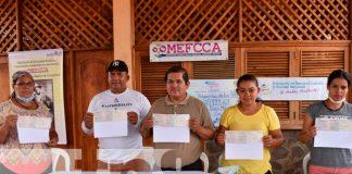 León. nicaragua, MEFCCA, entrega de bonos, productores,