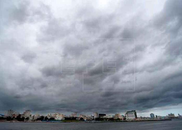 bermudas, tormenta, atlantico, baja presion, centro nacional de huracanes,