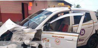 accidente, Nicaragua, León, choque, camioneta, taxi,
