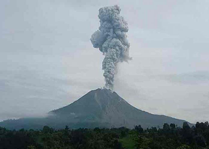 indonesia, volcan sinabung, erupcion,
