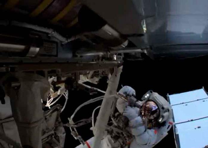 ciencia, astronautas, caminata espacial, estacion internacional, paneles solares