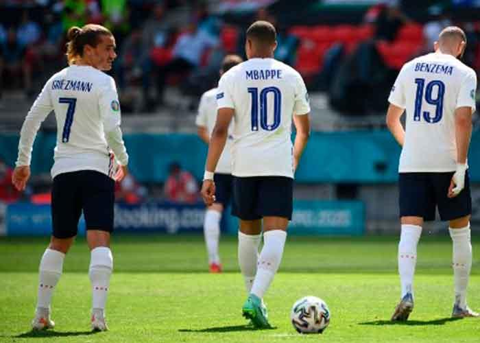 Francia jugó entonces unos minutos de gran fútbol y no marcó por falta de puntería. Y justo entonces llegó el gol húngaro en el descuento de la primera parte