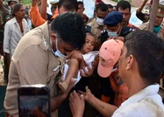 India, niño, pozo, rescate,