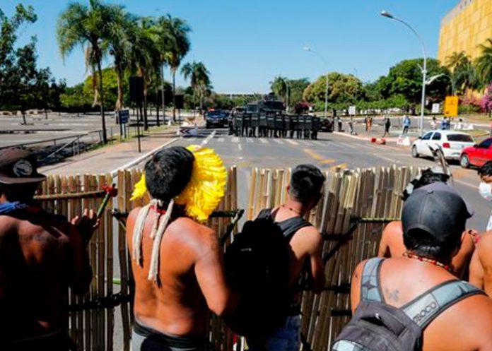 Brasil, represión, manifestantes indígenas, policías