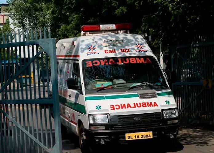 India, colisión entre bus y camión, personas heridas, 4 muertos,