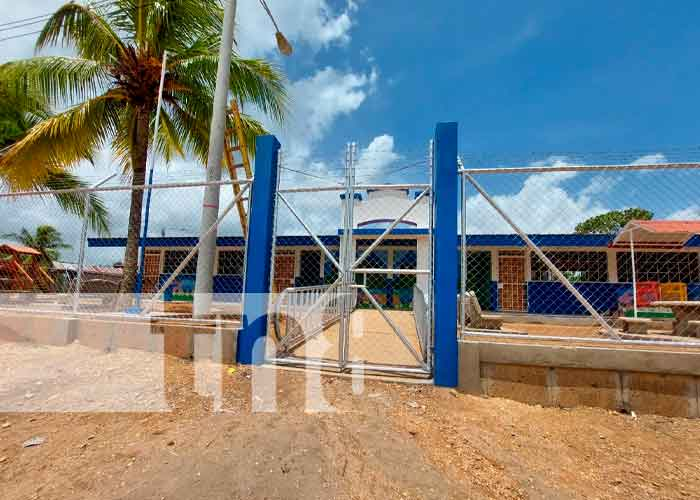 Nicaragua, Waspan, infraestructuras educativas, Mined