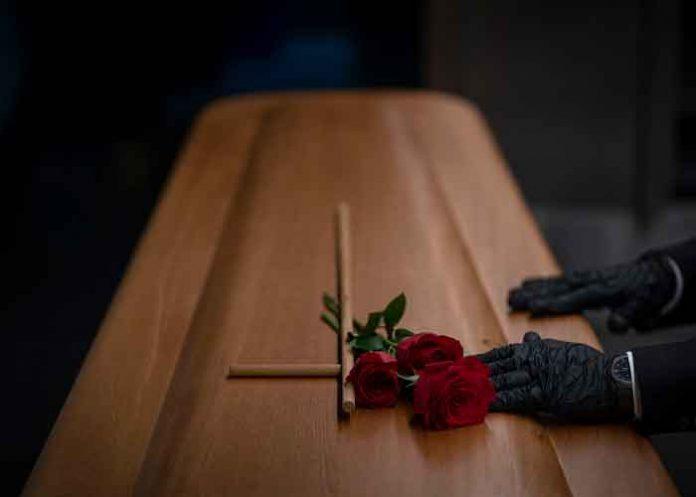 España, mujer, último deseo, funeral,