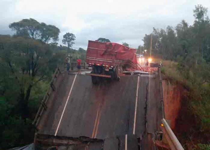 paraguay, accidente, puente, fallecidos,