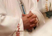 atenas, sacerdote, detencion, ataque,