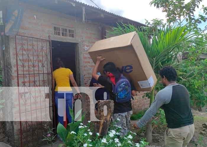 Nicaragua, Juigalpa, Chontales, entrega de sillas,