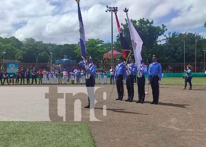 """Cadetes de la Policía Nacional en la inauguración de campeonato de beisbol """"Williamsport 2021"""""""
