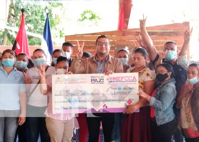 Emprendedores recibieron microcréditos por el MEFCCA