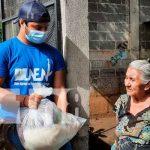 Entrega de paquetes alimenticios a las familias