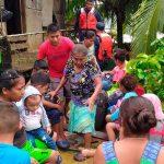 Ejército de Nicaragua evacuando a las familias por las afectaciones de las lluvias en el Caribe