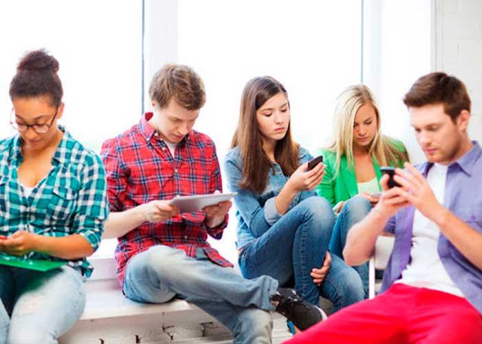 Foto: Personas adictas al smartphone