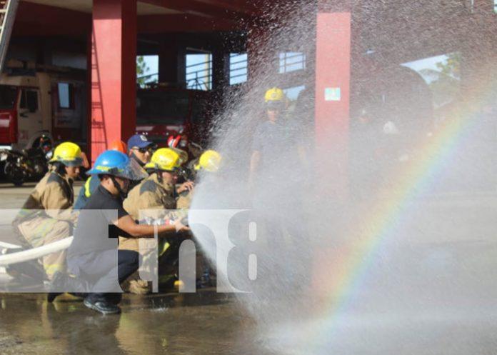 Foto: Capacitan a bomberos en el Caribe Sur / TN8