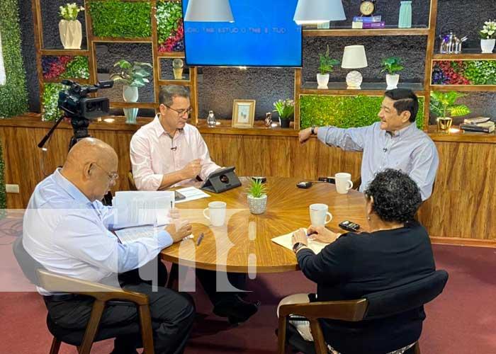 Panelistas en Estudio TN8 hablando del incremento salarial en Nicaragua