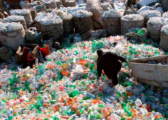 Descubren una ruta ilegal de desechos plásticos