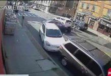Policías de EE.UU rescatan a una bebé atrapada debajo de un coche