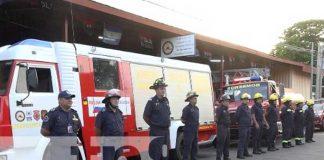 Equipos de bomberos que van para estación en Chontales
