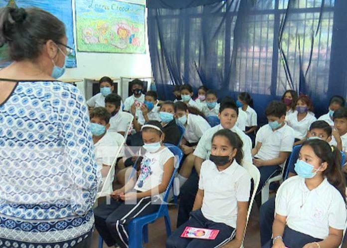 Estudiantes de Nicaragua recibiendo clases en el 2do semestre 2021