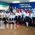 """Estudiantes saludan el 42/19 con el """"Festival Cantando Juntos con Amor"""" / FOTO / TN8"""