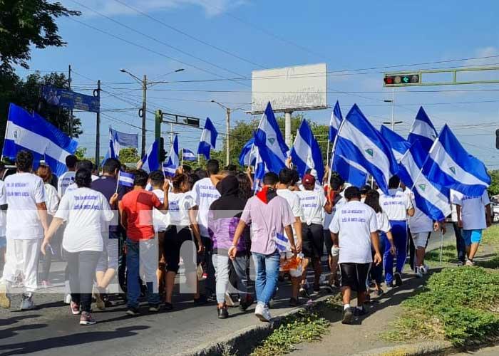 Recorrido de estudiantes de Managua por el Día Nacional del Estudiante