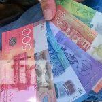 Fajo con distintos billetes del dinero en Nicaragua