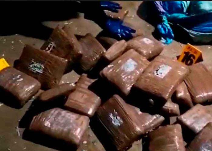 Detienen lancha cargada de marihuana y cocaína en Costa Rica