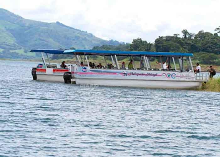 Rescatan a 21 turistas tras vuelco de lancha en Costa Rica | TN8.tv Nicaragua