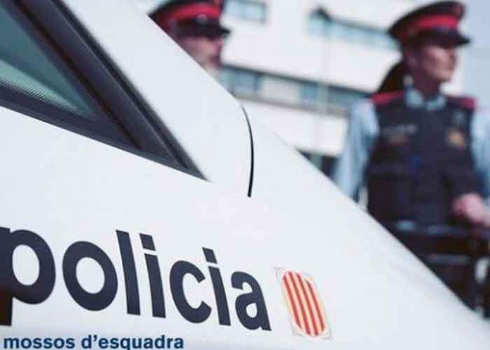 Patrulla policial de España con agentes