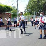 Gimnasia rítmica y banda en colegio de Managua