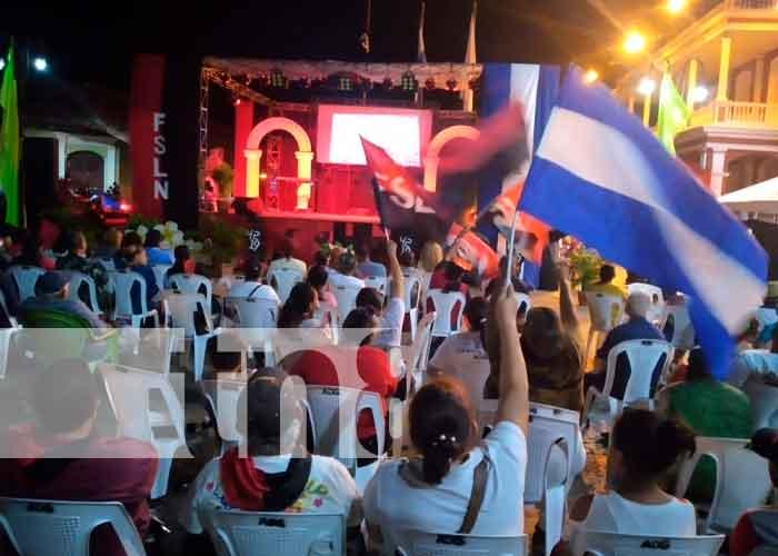 Foto:Granadinos se desbordaron para conmemorar el 42/19/TN8