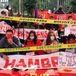 Jóvenes se unen a huelga de hambre iniciada por docentes ecuatorianos