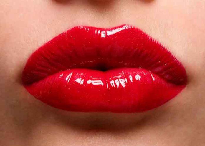Mujer con los labios más grandes del mundo quiere seguir aumentándolos