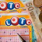 Imagen de un billete y enumeraciones de la lotería / FOTO / Pixabay