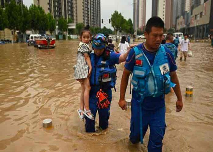 China: madre fallece tras salvar a su bebé en un corrimiento de tierra