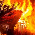 Mujer le pega fuego a su casa porque no le ayudaban con los quehaceres