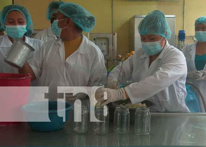 El centro de INATEC realizó, con estudiantes un conversatorio para conocer algunas técnicas valor a productos que son a bases de frutas