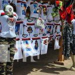 Camisetas, gorras y otros productos alusivos a la Revolución en Nicaragua